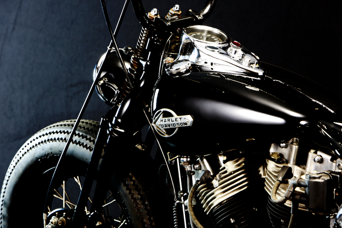 This custom…:WITH AN OLD STYLE H-D… YES, WE BELIEVE IT… 3