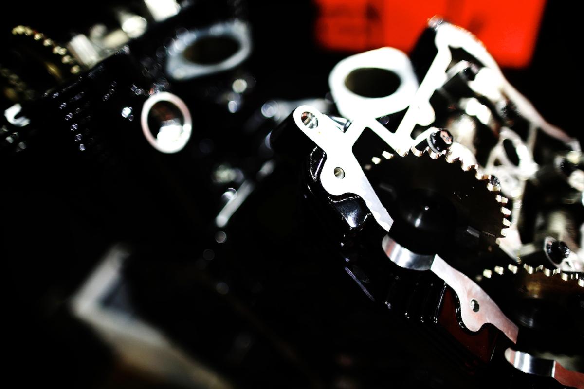 Revolution:HARLEY DAVIDSON V-ROD ENGINE 6