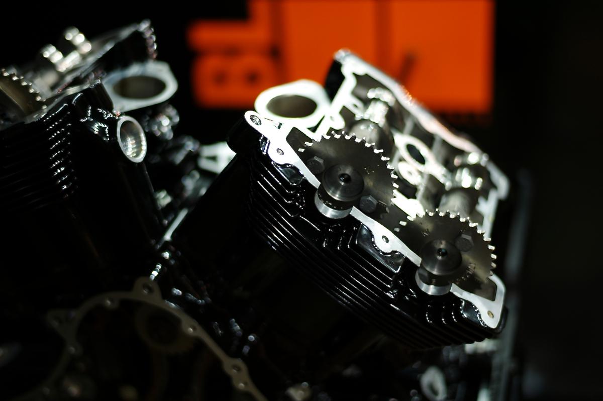 Revolution:HARLEY DAVIDSON V-ROD ENGINE 2