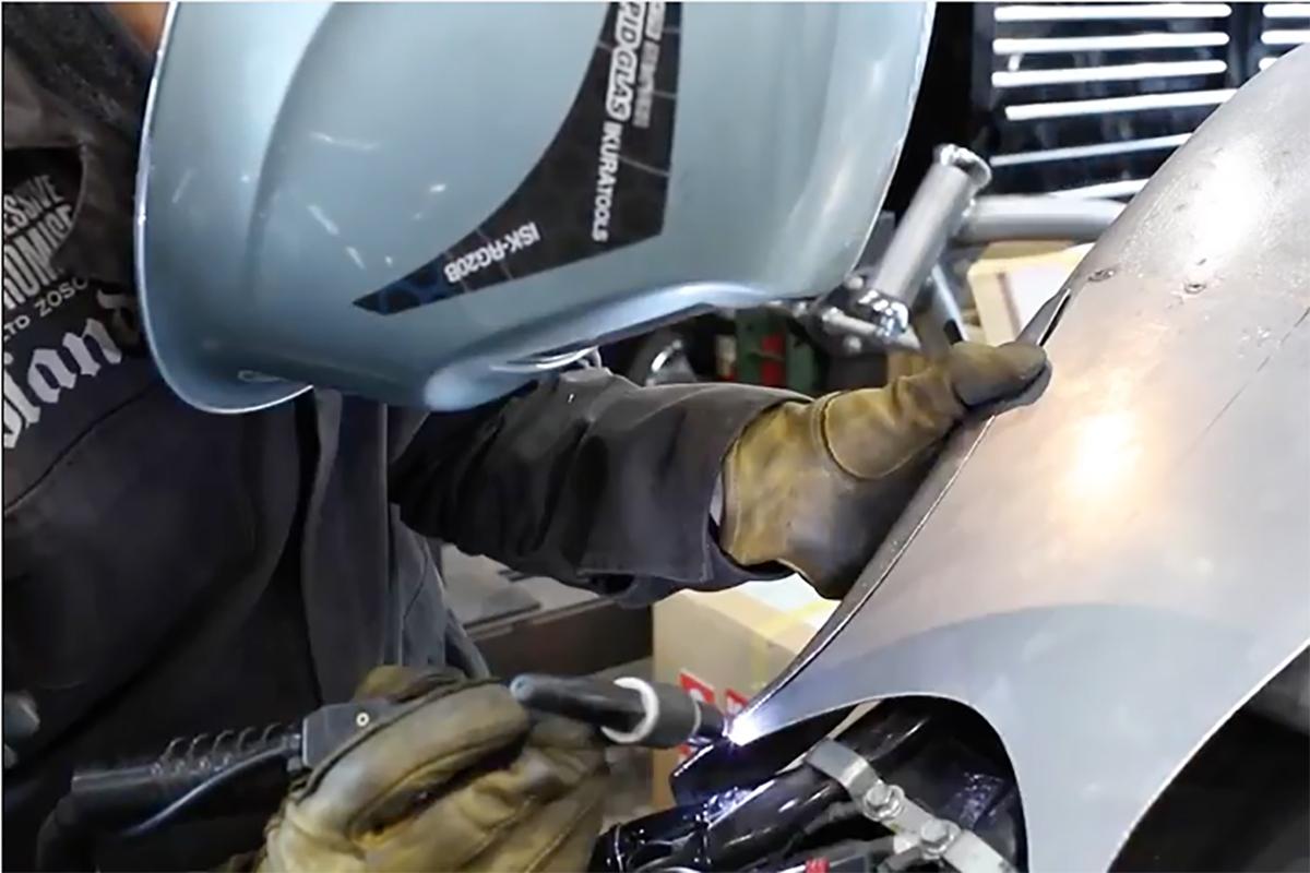 ストレッチ / エグリ加工 / 特殊ハンダ造形:[ 動画 ] : 純正ガソリンタンク・モディファイ 1