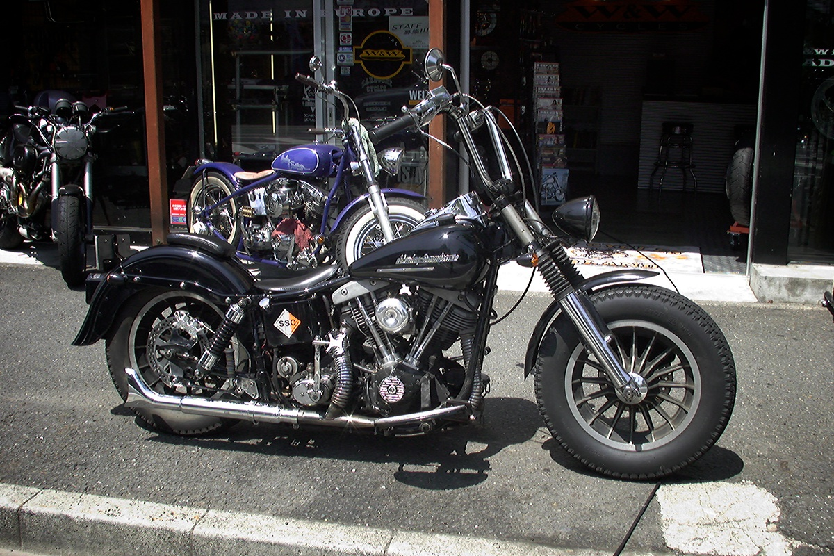 If I were to run a camera shop…:CAMERA SHOP OR HARLEY DAVIDSON CUSTOM SHOP… 2